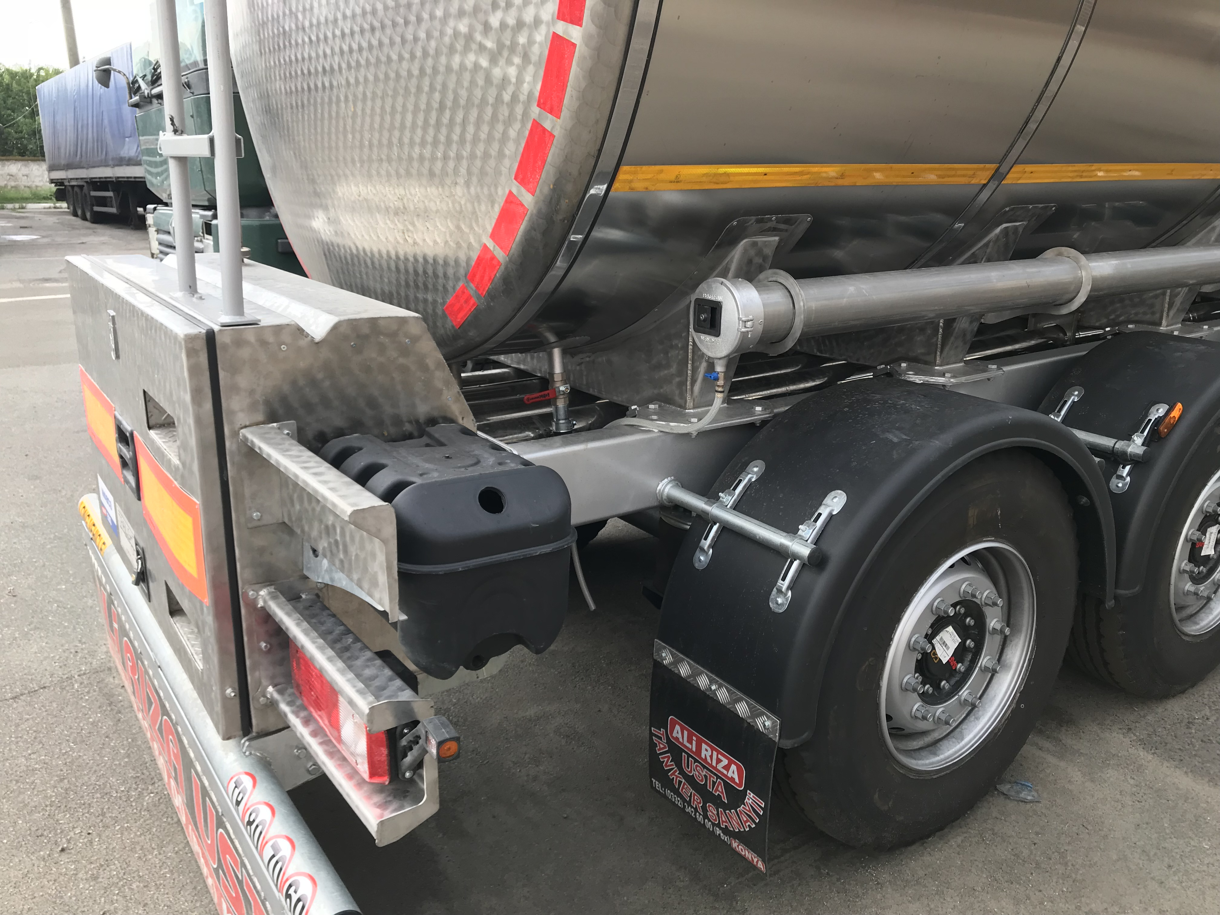 3-axle semi-trailer for transportation of food products