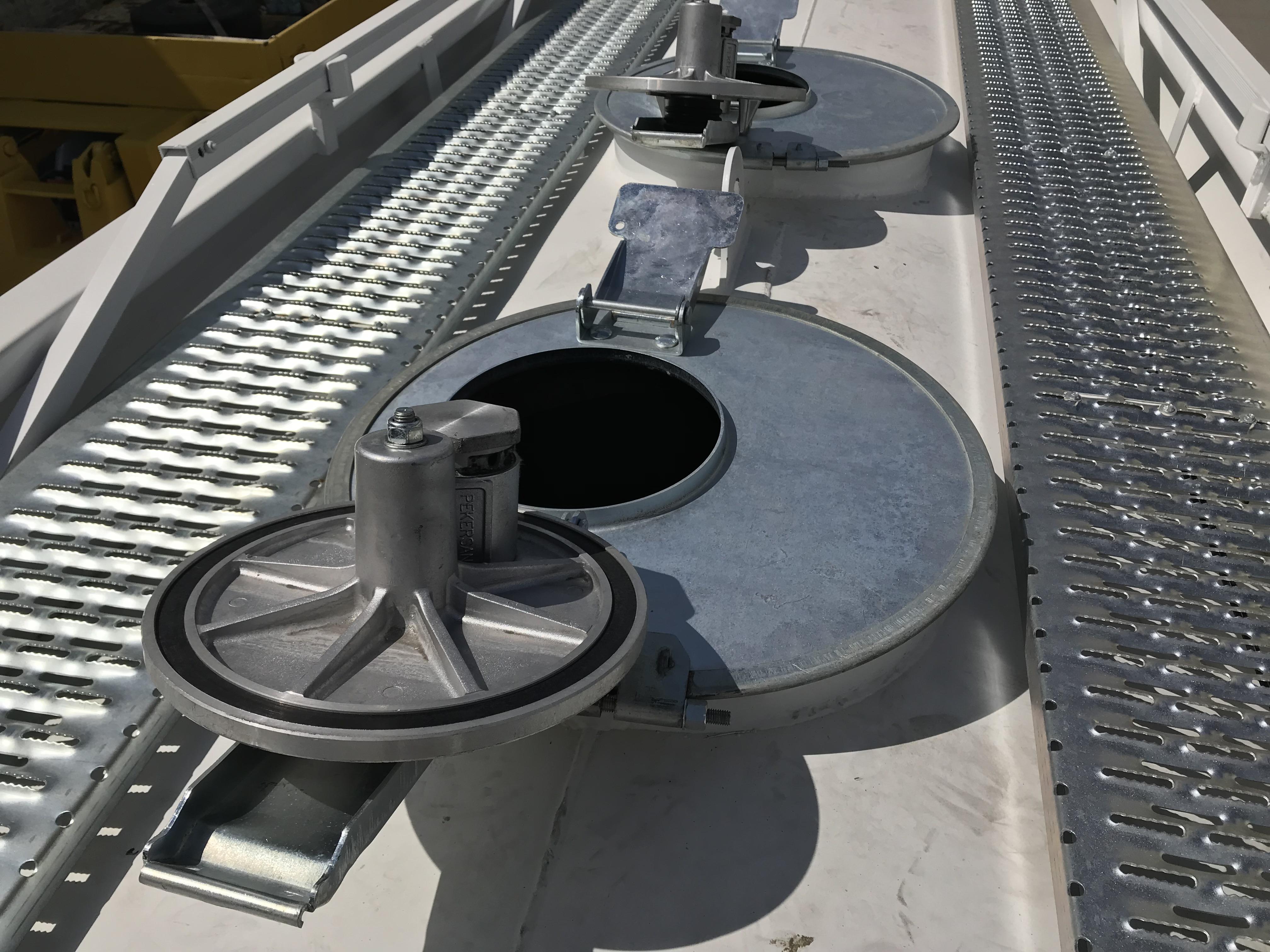 3- х осный полуприцеп для перевозки светлых нефтепродуктов