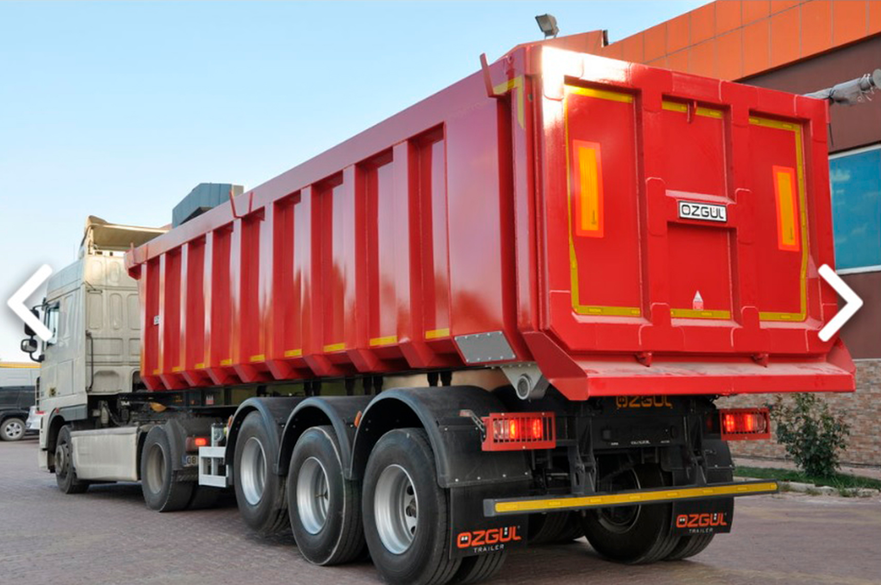 3-axle semi-trailer dumper of a straight form