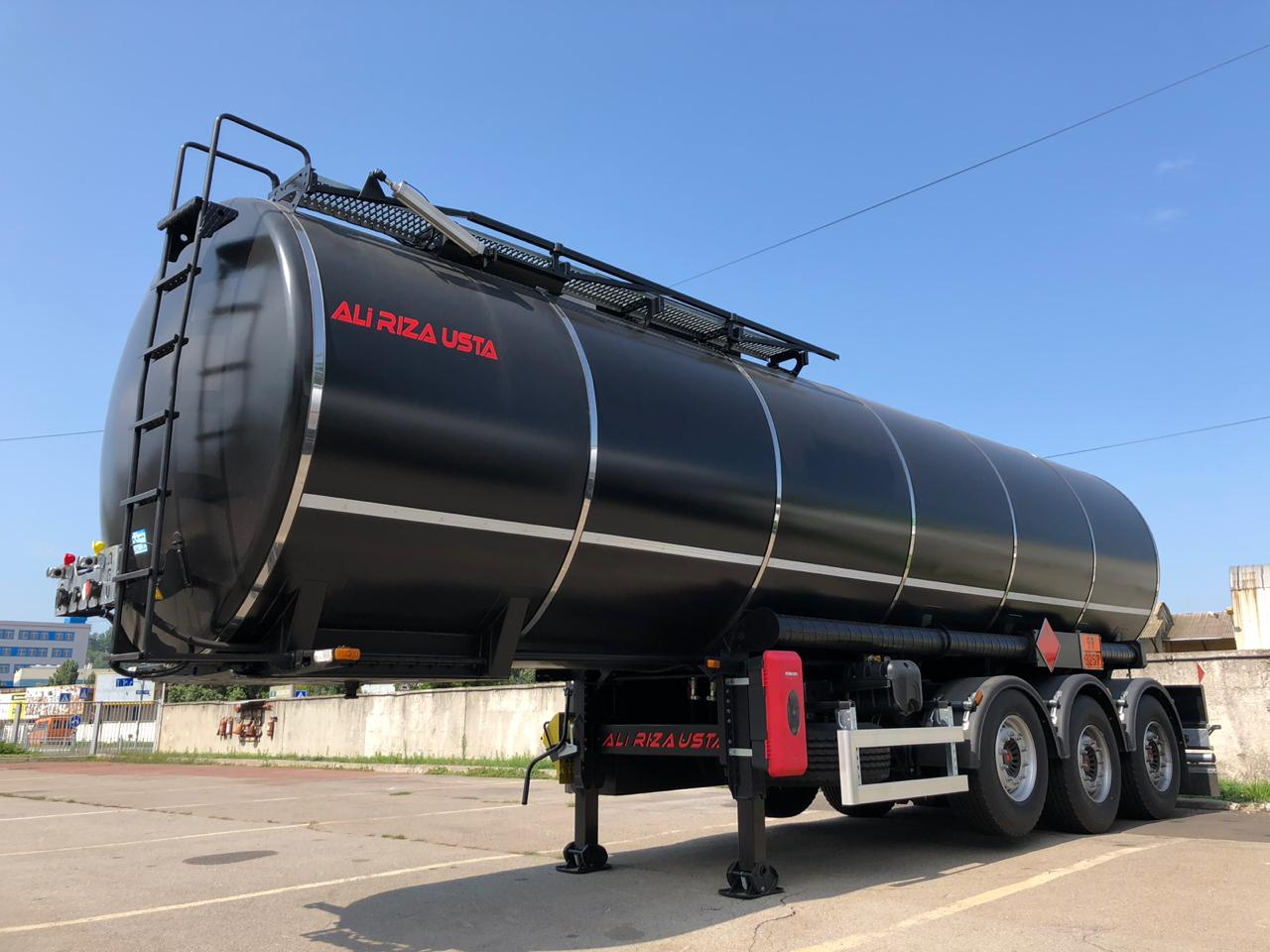 3- х осный полуприцеп для перевозки тёмных нефтепродуктов